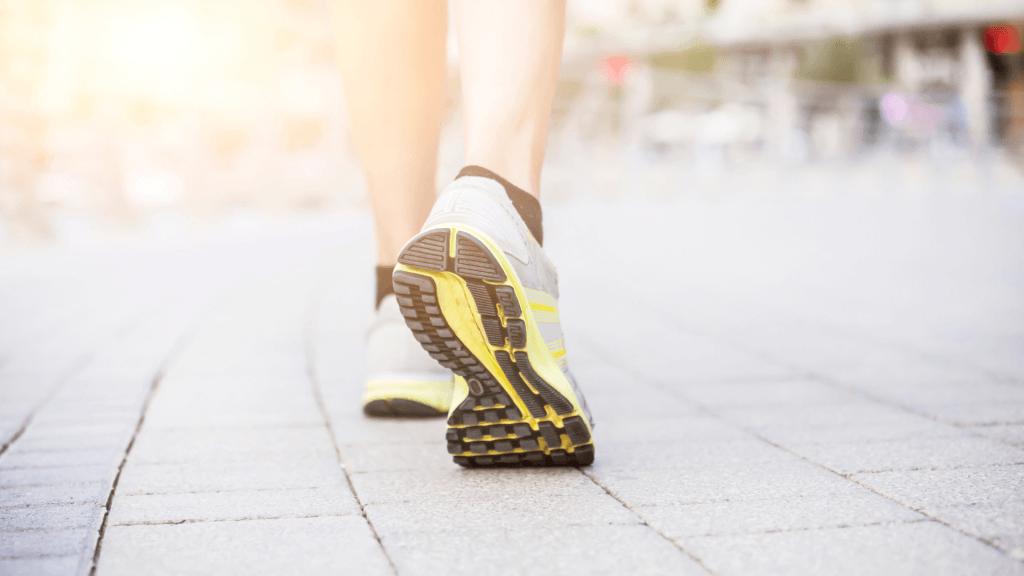 Schuhsohle von Laufschuh sichtbar